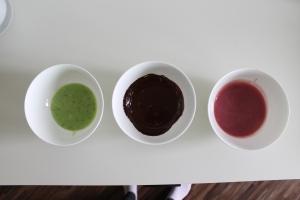 Zur grünen Füllung haben wir noch zwei Tropfen grüne Lebensmittelfarbe gegeben